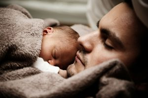 baby-asleep-on-dad