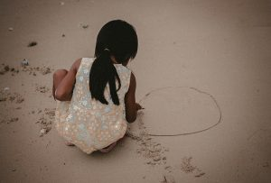drawing-circles-in-the-sand